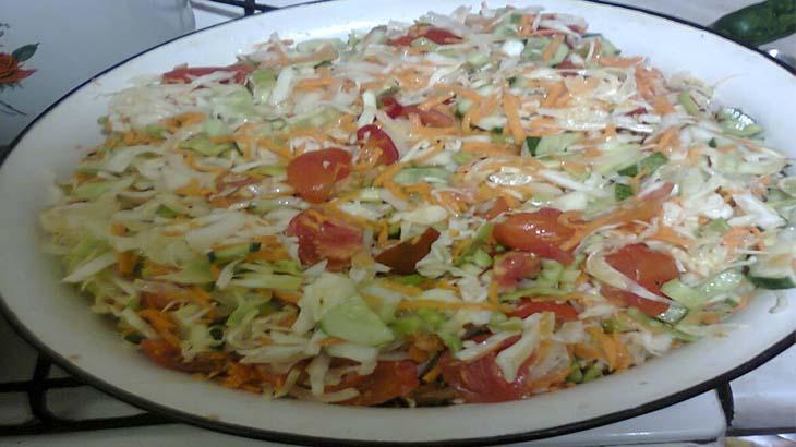 Салат овощное ассорти на зиму
