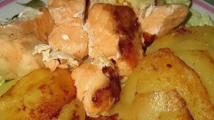 Форель запеченная с картофелем
