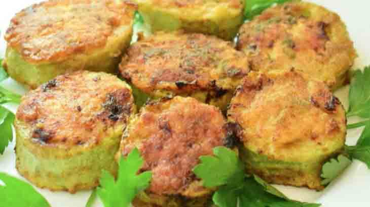 Кабачки фаршированные куриным мясом и помидорами