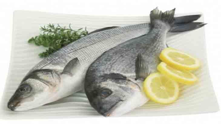 Свежая рыба с лимоном