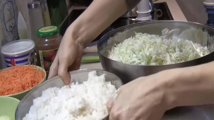 Капуста, морковь и рис для голубцов