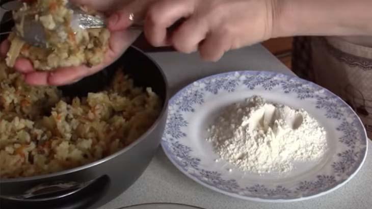 Мука в тарелке