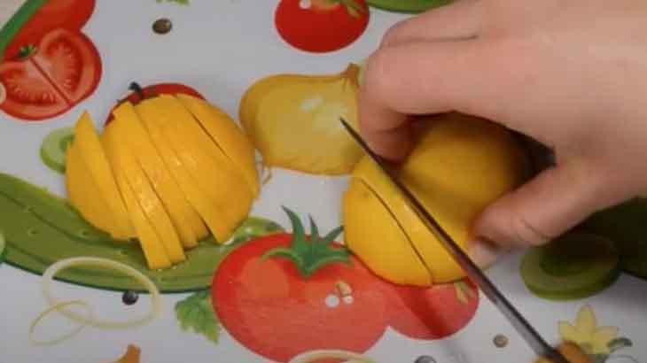 Нарезка лимона ломтиками