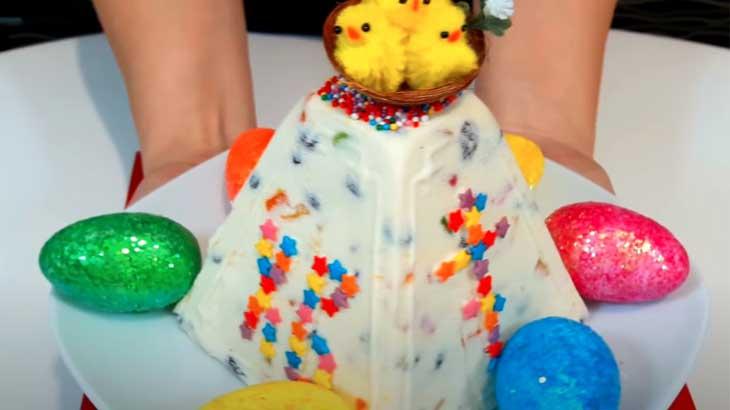 Время готовиться к Пасхе — вкусные рецепты творожной пасхи и чем покрасить яйца на пасху