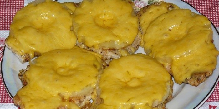 Куриные отбивные с ананасами