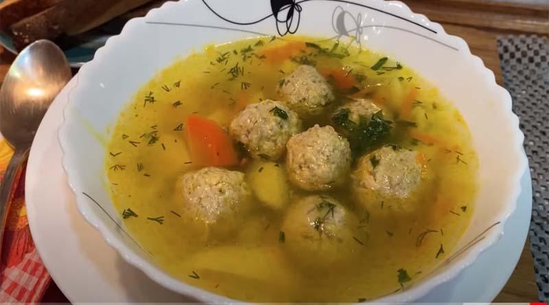 Простой рисовый суп с фрикадельками