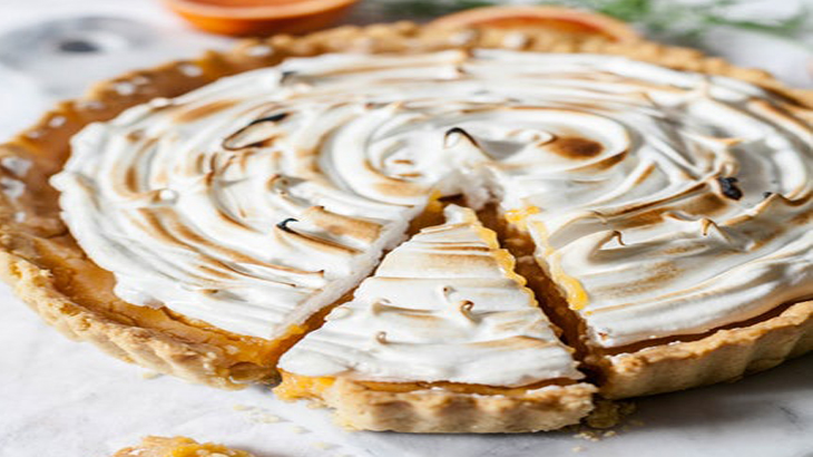 Пирог с яблоками из песочного теста и безе