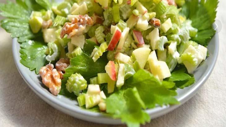 Салат из сыра с яблоками