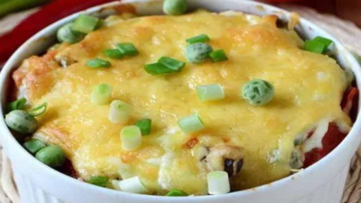 Картошка, запеченная с зеленым горошком и рисом