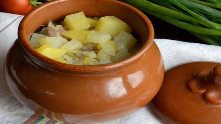 Картофель, тушенный в горшочке
