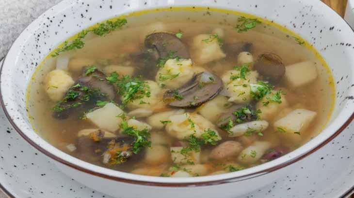 Ароматный суп с фасолью и сушеными грибами