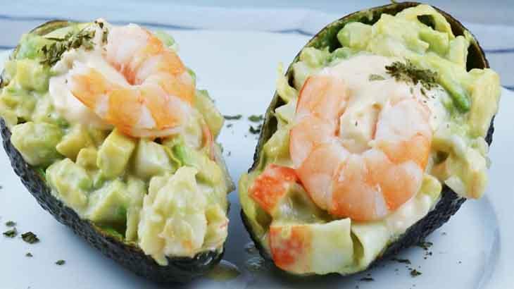 Кораблики из авокадо с сырной начинкой