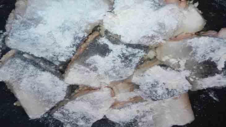 Кусочки рыбы в соли