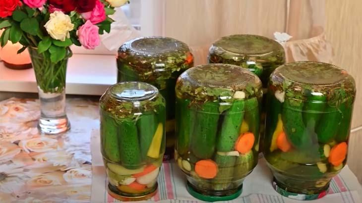 Огурцы, маринованные с овощами