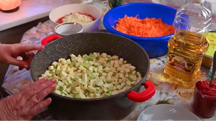 Кабачки для зимнего салата